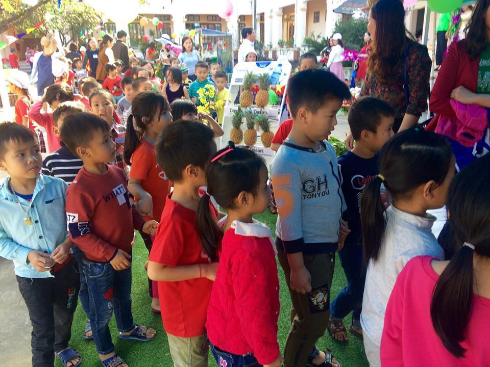 """Mầm non Kỳ Liên tổ chức cho trẻ tham gia hoạt động """"Hội chợ tuổi thơ"""""""